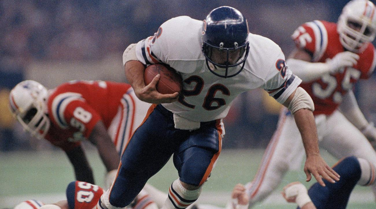 FILE - In this Jan. 26, 1986, file photo, Chicago Bear's Matt Suhey heads for a touchdown against the New England Patriots during NFL football's Super Bowl XX in New Orleans.  With seven sacks and only seven yards rushing allowed, the defense led by Super