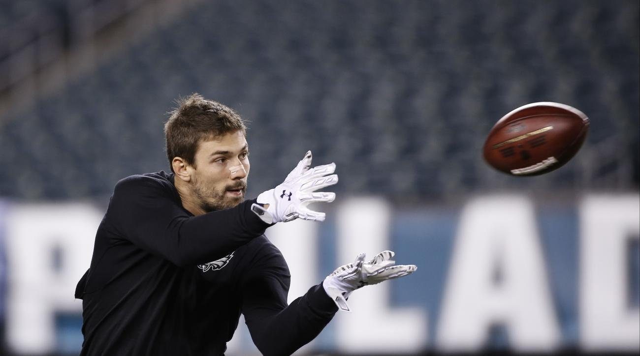 Philadelphia Eagles' Riley Cooper warms up before an NFL football game against the Arizona Cardinals, Sunday, Dec. 20, 2015, in Philadelphia. (AP Photo/Michael Perez)