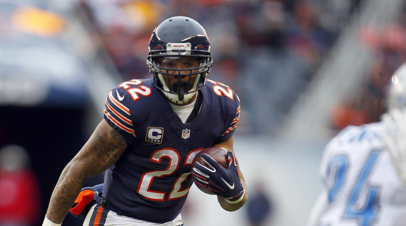Chicago Bears running back Matt Forte (22) runs the ball against the Detroit Lions during an NFL football game, Sunday, Jan. 3, 2016, in Chicago. The Lions won the game 24-20.   (Jeff Haynes/AP Images for Panini)
