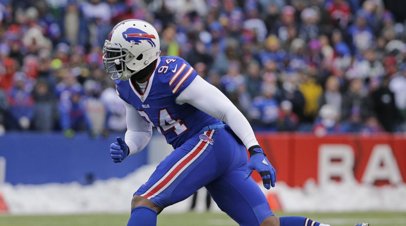 Buffalo Bills defensive end Mario Williams rushes the passer during the first half of an NFL football game against the New York Jets, Sunday, Jan. 3, 2016, in Orchard Park, N.Y. (AP Photo/Bill Wippert)