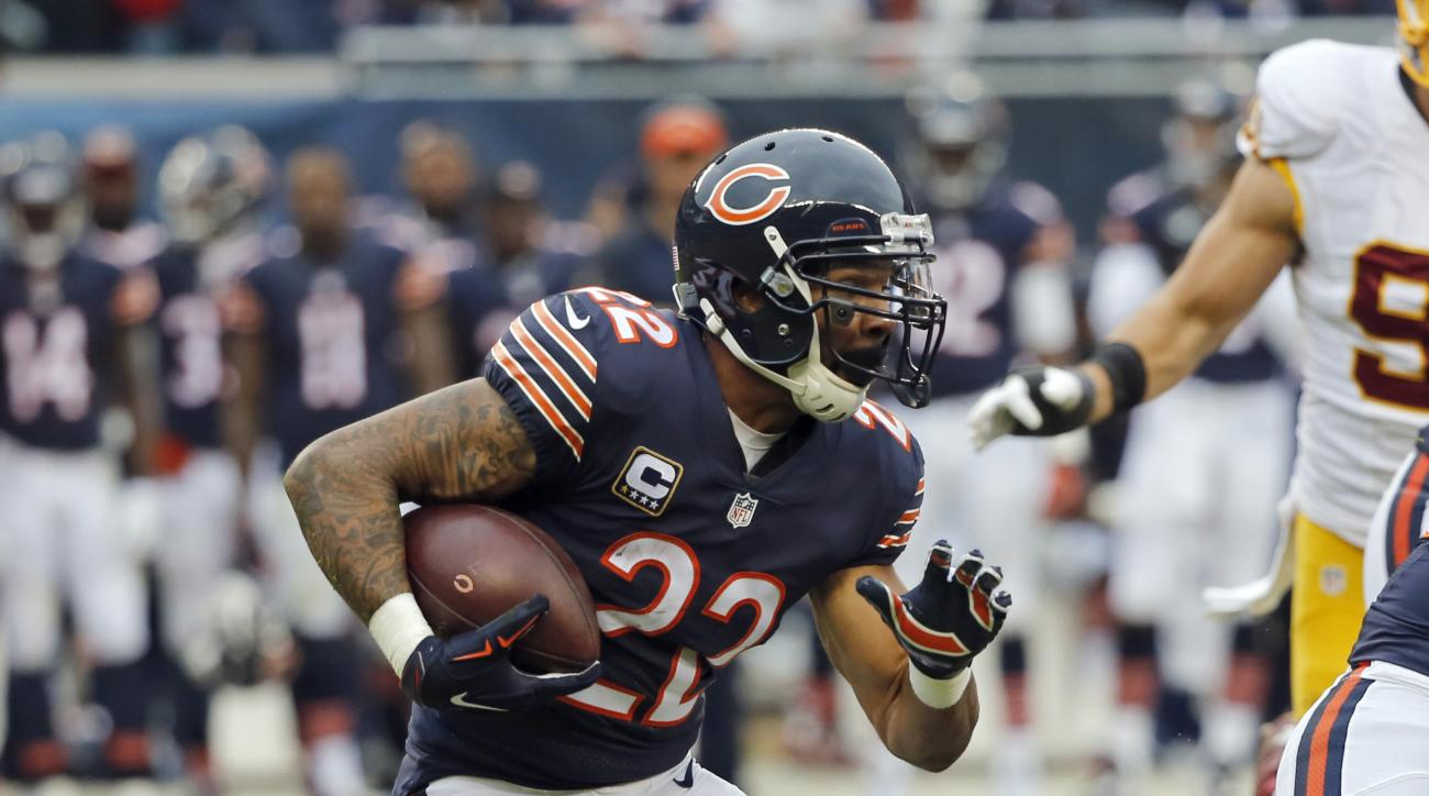 FILE - In this Dec. 13, 2015, file photo, Chicago Bears running back Matt Forte (22) rushes against the Washington Redskins during the first half of an NFL football game, in Chicago. Forte signed a three-year deal with the New York Jets last week after sp
