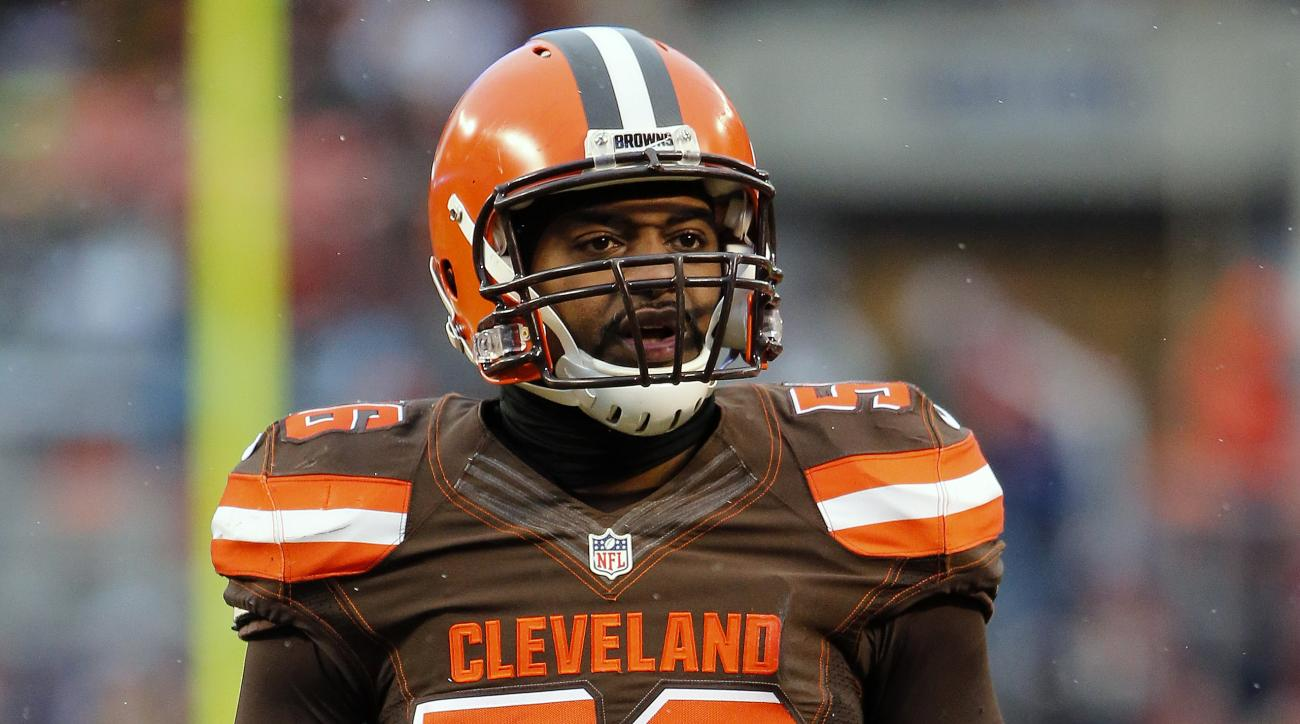 Cleveland Browns linebacker Karlos Dansby during an NFL football game against the Pittsburgh Steelers in Cleveland, Ohio Sunday, Jan. 3, 2016. (Winslow Townson/AP Images for Panini)
