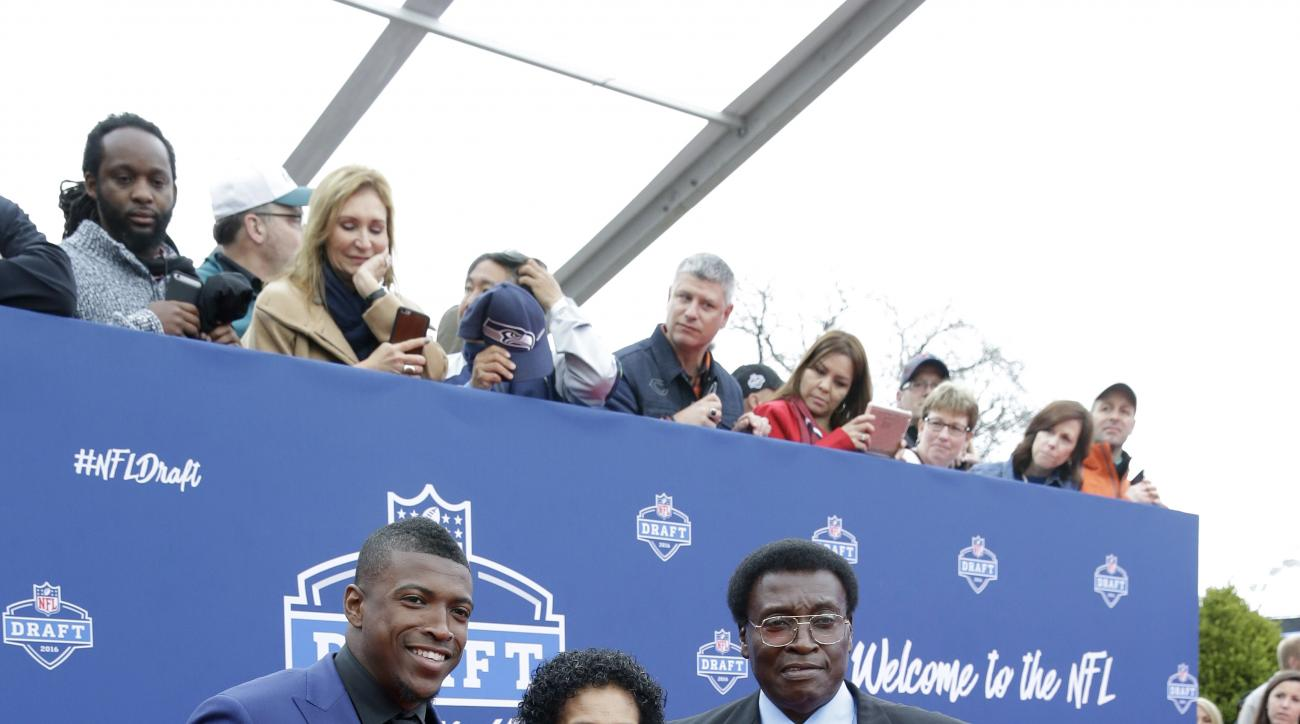 Floridas Keanu Neal, left, poses for photos upon arriving for the first round of the 2016 NFL football draft at the Auditorium Theater of Roosevelt University, Thursday, April 28, 2016, in Chicago. (AP Photo/Nam Y. Huh)