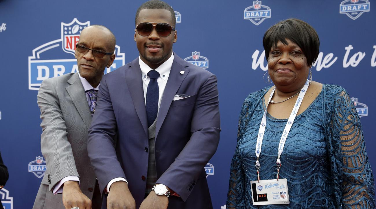 Alabamas Reggie Ragland, center, shows off his national championship rings as he poses for photos upon arriving for the first round of the 2016 NFL football draft at the Auditorium Theater of Roosevelt University, Thursday, April 28, 2016, in Chicago. (AP