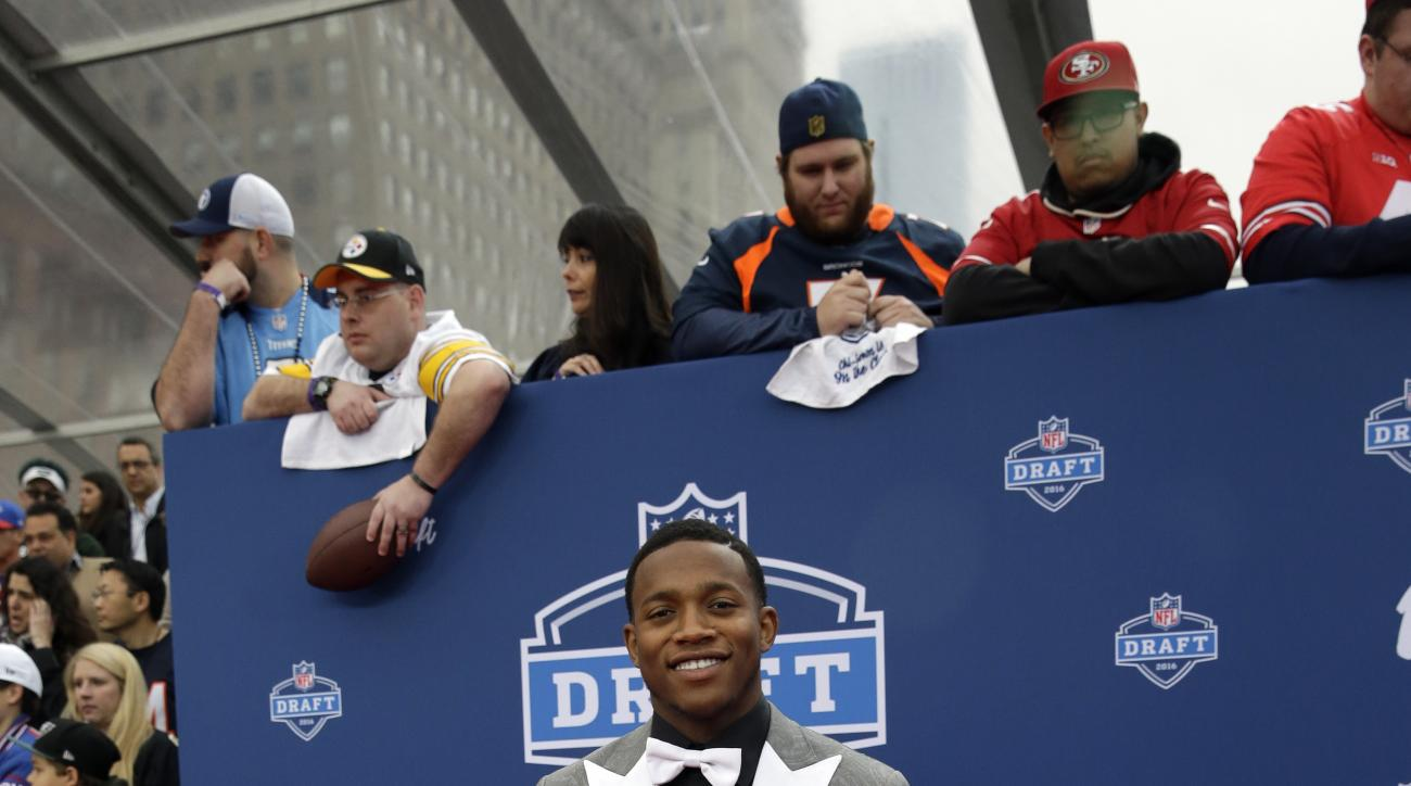 Ohio States Darron Lee poses for photos upon arriving for the first round of the 2016 NFL football draft at the Auditorium Theater of Roosevelt University, Thursday, April 28, 2016, in Chicago. (AP Photo/Nam Y. Huh)