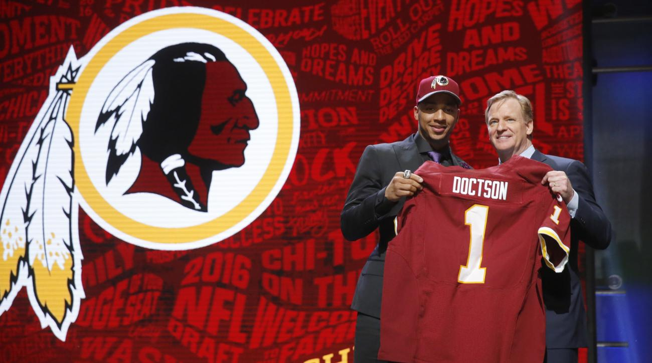 TCUs Josh Doctson poses for photos with NFL commissioner Roger Goodell after being selected by Washington Redskins as the 22nd pick in the first round of the 2016 NFL football draft, Thursday, April 28, 2016, in Chicago. (AP Photo/Charles Rex Arbogast)