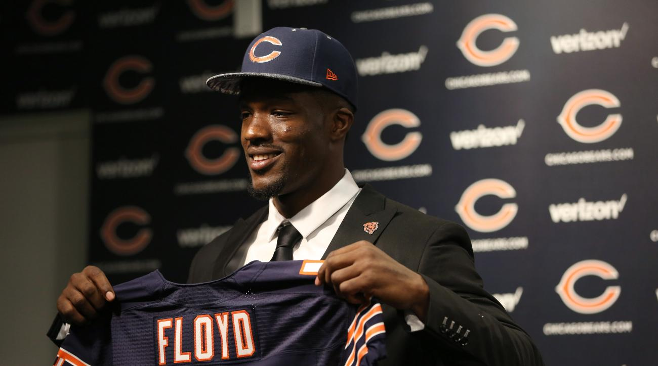 Chicago Bears first-round draft pick Leonard Floyd poses for photos Friday, April 29, 2016, in Lake Forest, Ill. (Abel Uribe/Chicago Tribune via AP) MANDATORY CREDIT CHICAGO TRIBUNE; CHICAGO SUN-TIMES OUT; DAILY HERALD OUT; NORTHWEST HERALD OUT; THE HERAL