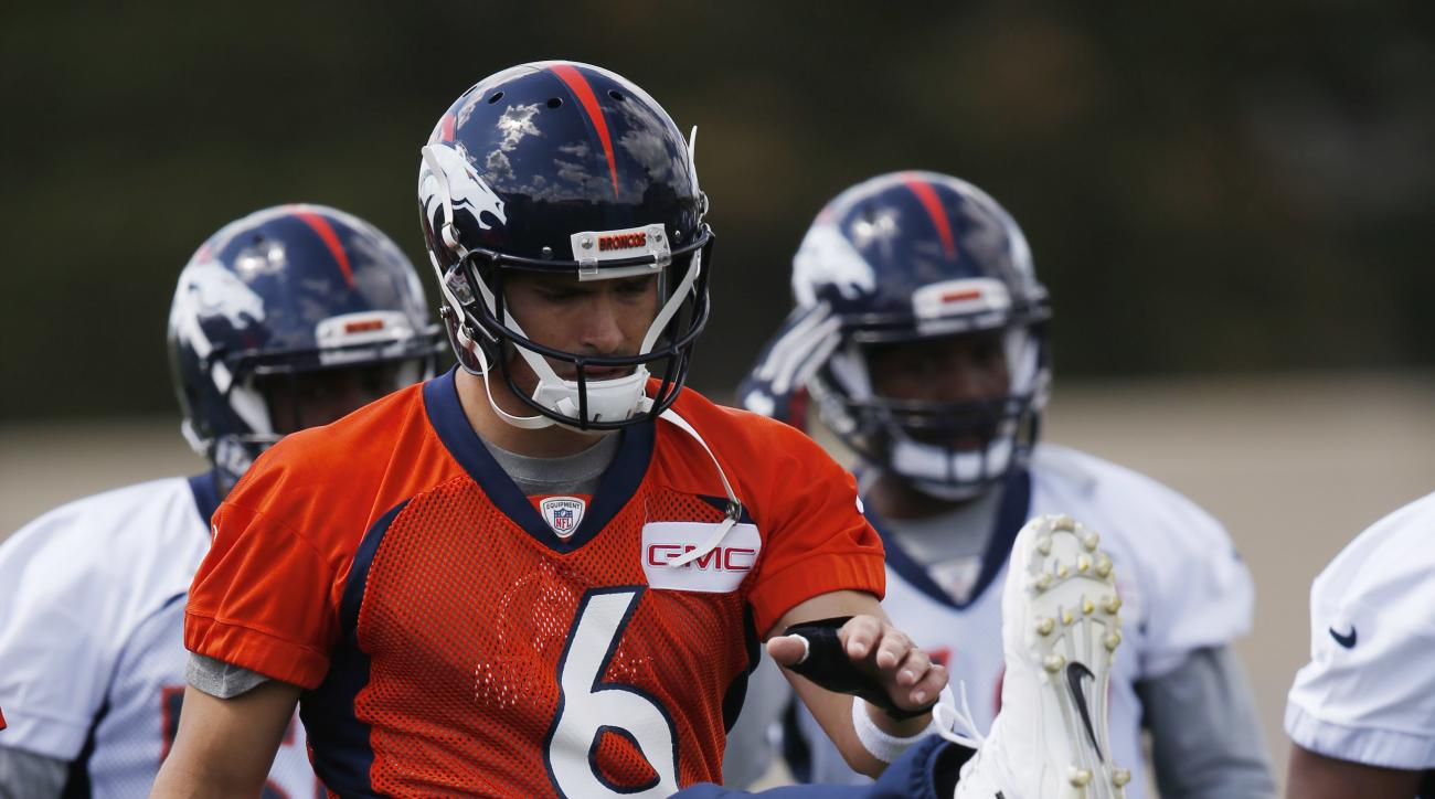 Denver Broncos quarterback Mark Sanchez warms up during NFL football practice, Tuesday, May 24, 2016, at the team's headquarters in Englewood, Colo. (AP Photo/David Zalubowski)