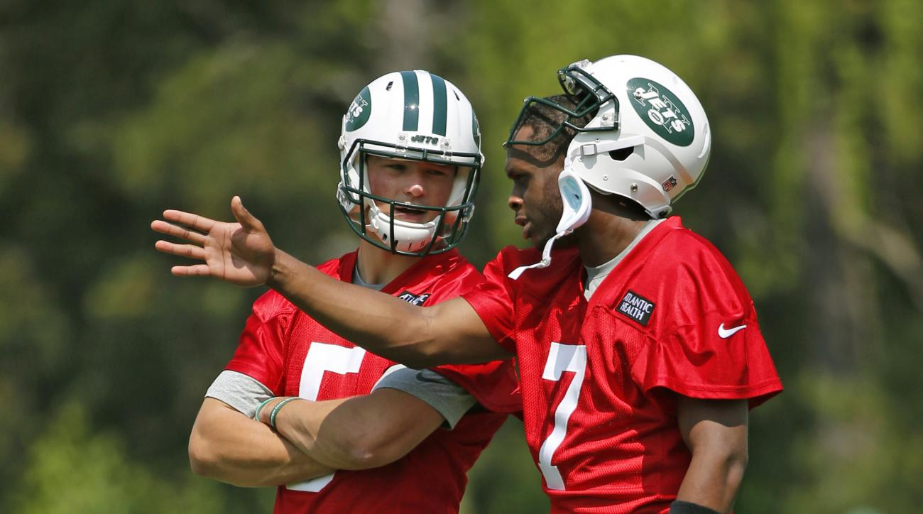 New York Jets rookie quarterback Christian Hackenberg, left, listens as quarterback Geno Smith (7) speaks during NFL football practice, Wednesday, May 25, 2016, in Florham Park, N.J. (AP Photo/Kathy Willens)