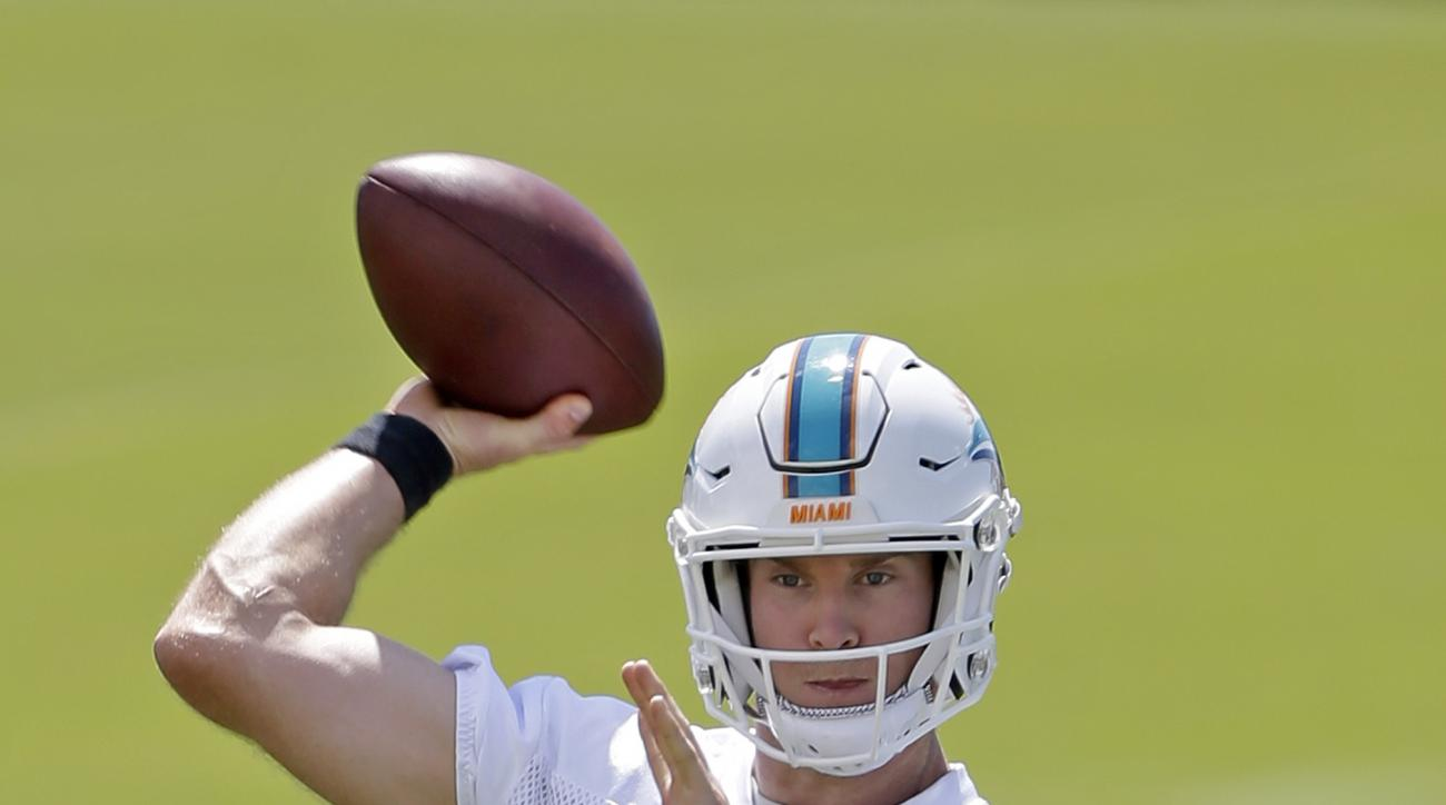 Miami Dolphins quarterback Ryan Tannehill prepares to pass during an NFL football practice Thursday, May 26, 2016, in Davie, Fla.  (AP Photo/Alan Diaz)