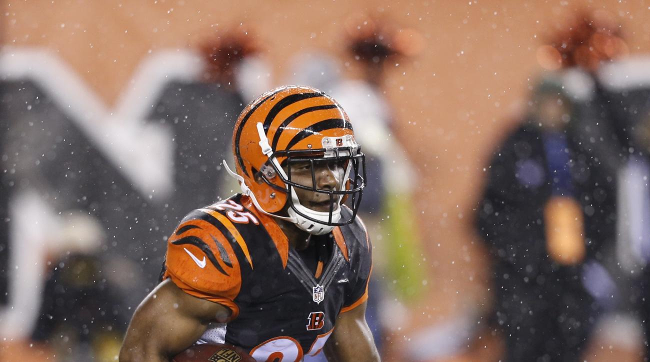 Cincinnati Bengals running back Giovani Bernard (25) runs against the Pittsburgh Steelers during the first half of an NFL wild-card playoff football game Saturday, Jan. 9, 2016, in Cincinnati. (AP Photo/Frank Victores)