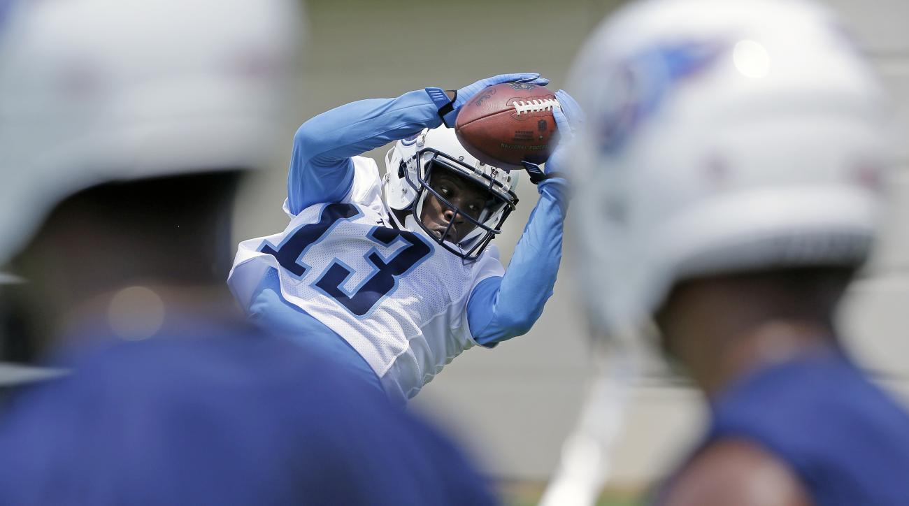 Tennessee Titans wide receiver Kendall Wright (13) catches a pass as teammates watch during an NFL football practice Tuesday, June 14, 2016, in Nashville, Tenn. (AP Photo/Mark Humphrey)