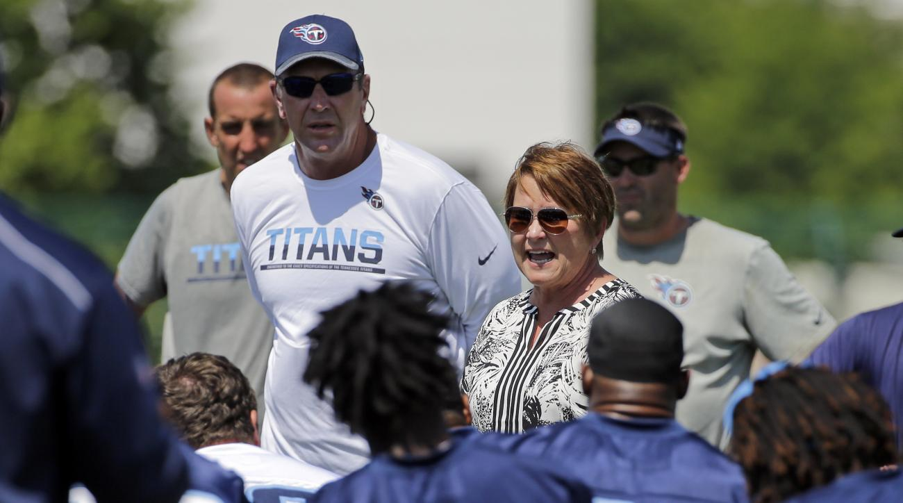 Tennessee Titans controlling owner Amy Adams Strunk, center, talks to players during NFL football practice Thursday, June 16, 2016, in Nashville, Tenn. Titans head coach Mike Mularkey, standing second from left, listens. (AP Photo/Mark Humphrey)