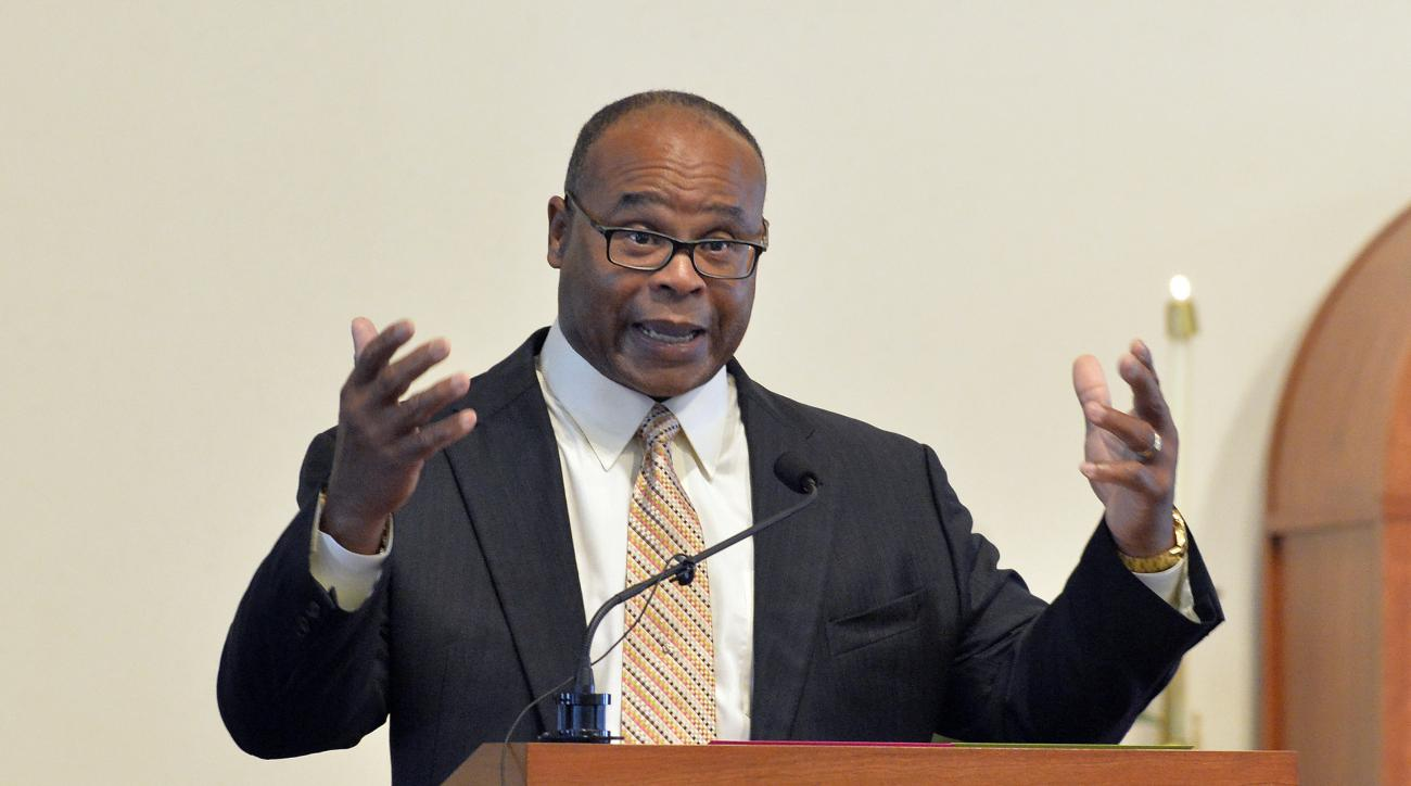 Mike Singletary shares a memory of his former coach Buddy Ryan during his eulogy eulogy at St. Lawrence Catholic Church, Friday, July 1, 2016 in Lawrenceburg Ky. Ryan passed away on June 28, 2016. (AP Photo/Timothy D. Easley)