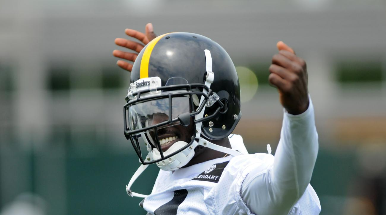 FILE - In this June 15, 2016, file photo, Pittsburgh Steelers wide receiver Antonio Brown lifts his hands during drills at a NFL football minicamp in Pittsburgh. The way Browns 2015 season ended _ out of the lineup while dealing with a concussion as the S