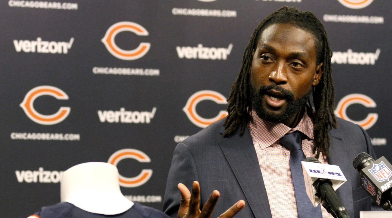 Charles Tillman speaks at a news conference at Halas Hall in Lake Forest, Ill., Friday, July 22, 2016, after signing a one-day contract with the Chicago Bears so he can officially retire as a member of the team that drafted him in 2003. Tillman spent his