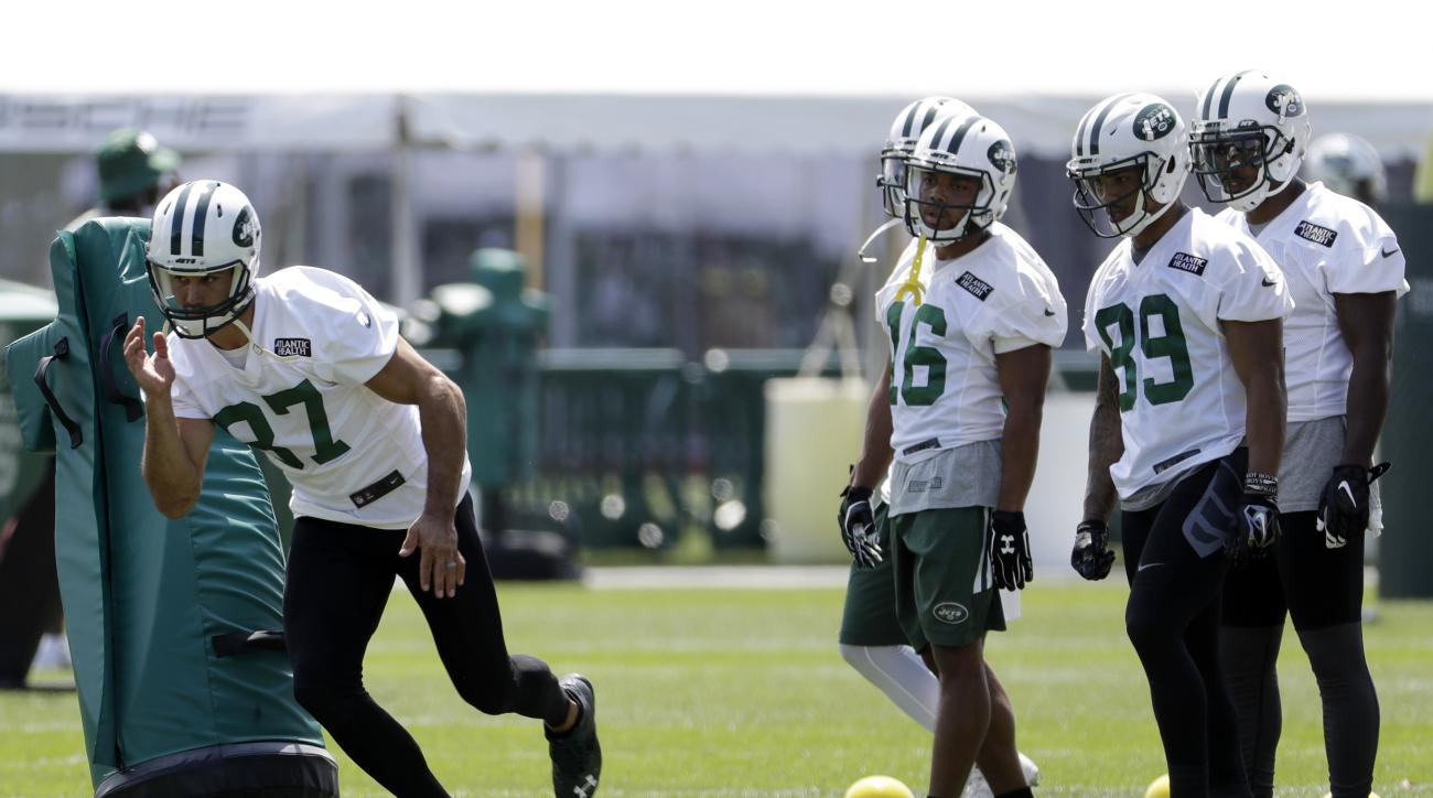 New York Jets wide receiver Eric Decker (87) runs a drill during NFL football training camp, Thursday, July 28, 2016, in Florham Park, N.J. (AP Photo/Julio Cortez)