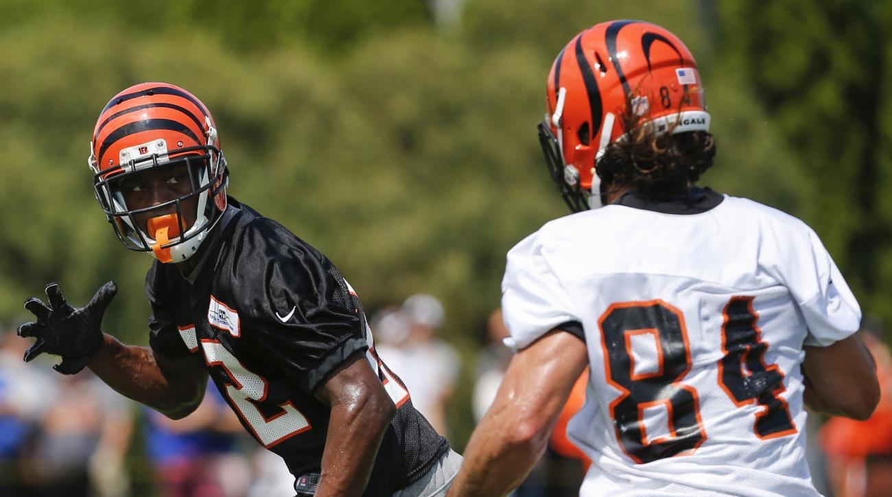 Cincinnati Bengals cornerback William Jackson, left, drops in coverage of wide receiver Jake Kumerow (84) at the NFL football team's training camp, Saturday, July 30, 2016, in Cincinnati. (Kareem Elgazzar/The Cincinnati Enquirer via AP)