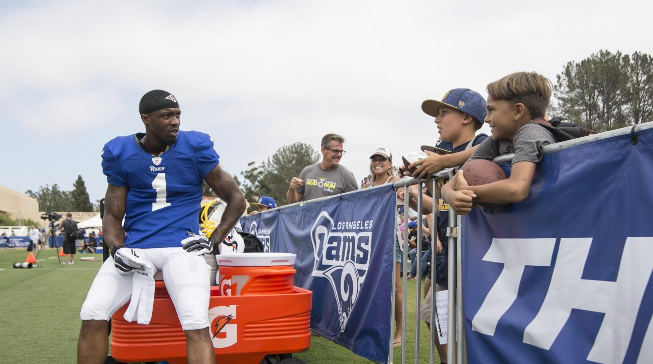 Los Angeles Rams' Tavon Austin, left, chats with young fans during practice at Crawford Field at University of California, Irvine, on Monday, August 8, 2016. (Kyusung Gong/The Orange County Register via AP)