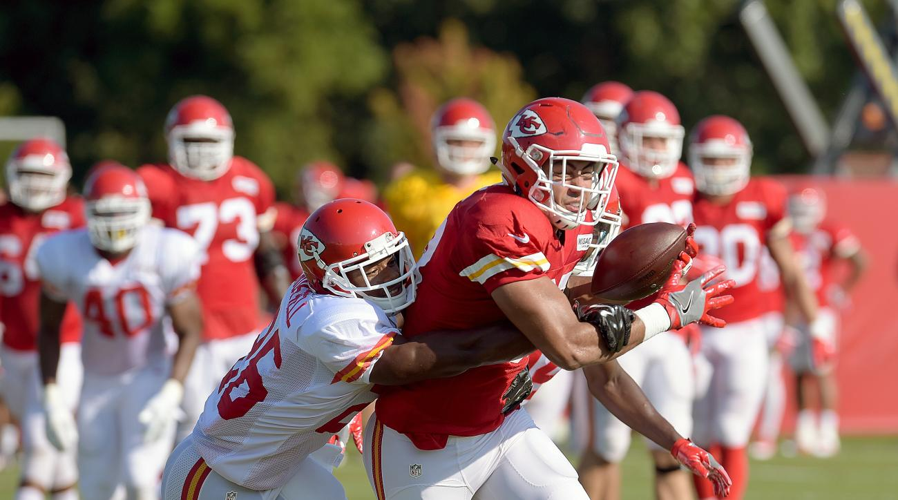 Kansas City Chiefs defensive back KeiVarae Russell defends tight end Ross Travis at the NFL football team's training camp Tuesday, Aug. 16, 2016, in St. Joseph, Mo. (Jessica A. Stewart/The St. Joseph News-Press via AP)