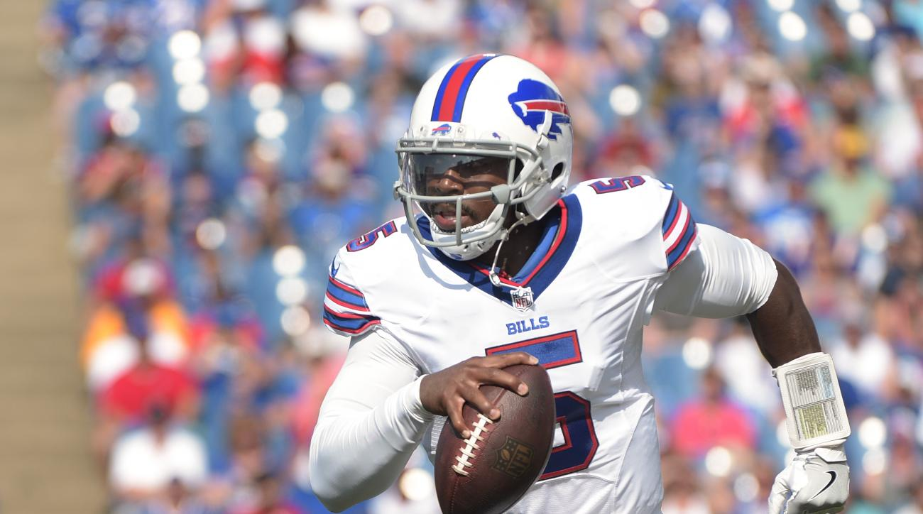 Buffalo Bills quarterback Tyrod Taylor (5) runs the ball against the New York Giants during the first quarter of a preseason NFL football game, Saturday, Aug. 20, 2016, in Buffalo, N.Y. (AP Photo/Gary Wiepert)