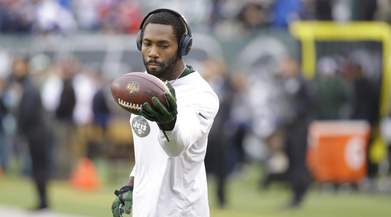 New York Jets cornerback Antonio Cromartie warms up before an NFL football game against the New England Patriots Sunday, Dec. 27, 2015, in East Rutherford, N.J.  (AP Photo/Seth Wenig)