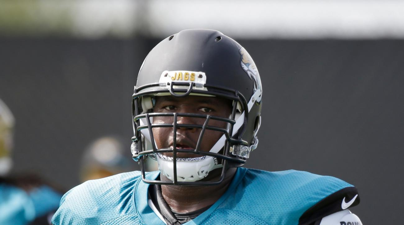 """FILE - In this Aug. 2, 2016, file photo, Jacksonville Jaguars offensive tackle Kelvin Beachum works a drill during NFL football training camp in Jacksonville, Fla. Beachum is so close to returning from knee surgery that he """"can see the light."""" (AP Photo/J"""