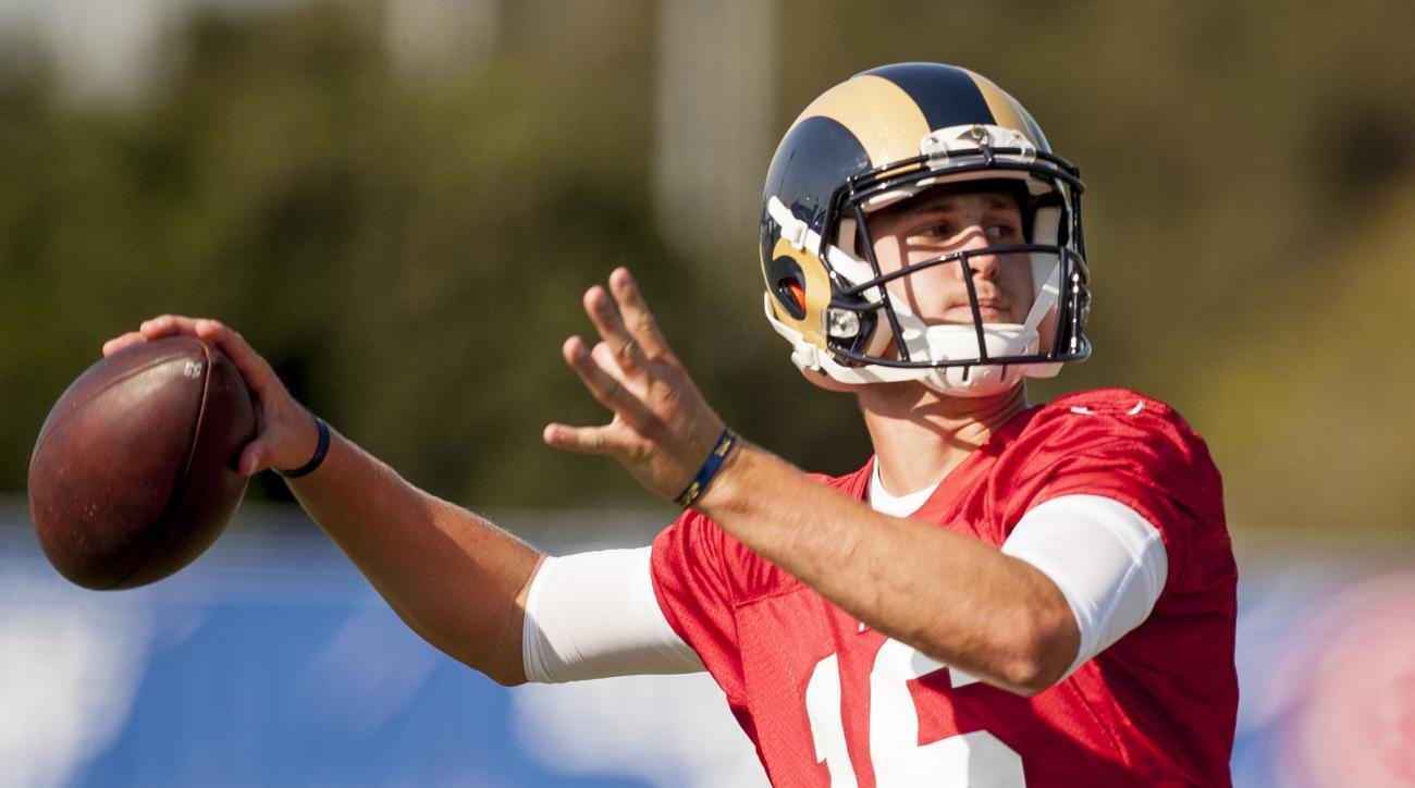 Los Angeles Rams quarterback Jared Goff throws a pass during an NFL football practice in Irvine, Calif.,  Monday, Aug.  29, 2016. (Leonard Ortiz/The Orange County Register via AP)