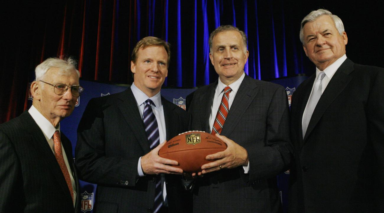FILE - In this Aug. 8, 2006, file photo, Roger Goodell, the NFL's chief operating officer, second from left, and NFL Commissioner Paul Tagliabue, second from right, are joined by Pittsburgh Steelers owner Dan Rooney, left, and Carolina Panthers owner Jerr
