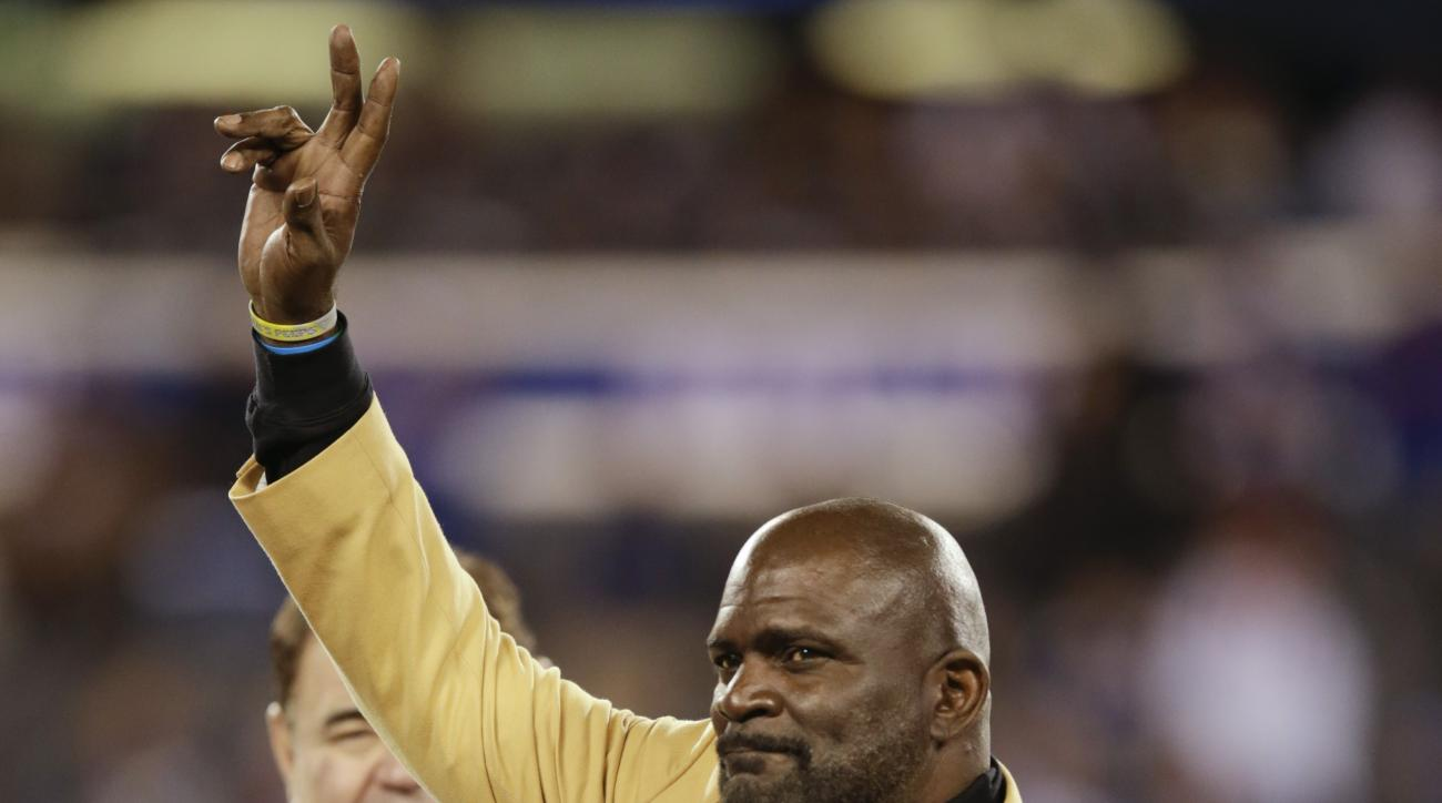 Former New York Giants linebacker Lawrence Taylor waves to the crowd during a halftime ceremony of an NFL football game between the New York Giants and the Indianapolis Colts Monday, Nov. 3, 2014, in East Rutherford, N.J.  (AP Photo/Kathy Willens)