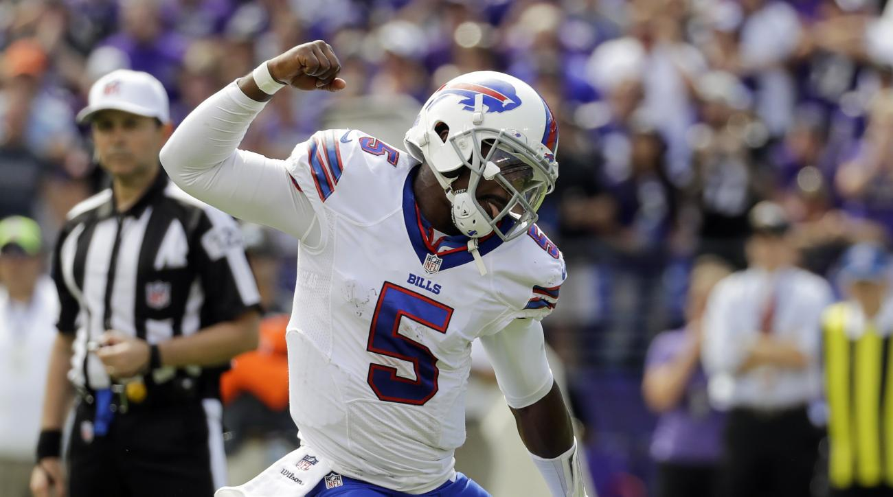 Buffalo Bills quarterback Tyrod Taylor (5) celebrates running back LeSean McCoy touchdown during the first half of an NFL football game against the Baltimore Raven in Baltimore, Sunday, Sept. 11, 2016. (AP Photo/Patrick Semansky)