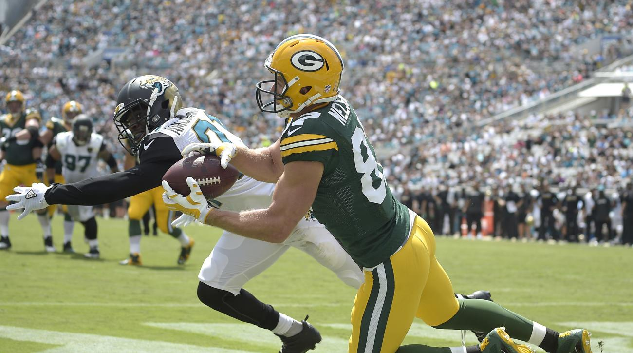 Green Bay Packers wide receiver Jordy Nelson (87) catches a touchdown pass behind Jacksonville Jaguars defensive back Prince Amukamara, left, during the first half of an NFL football game in Jacksonville, Fla., Sunday, Sept. 11, 2016. (AP Photo/Phelan M.