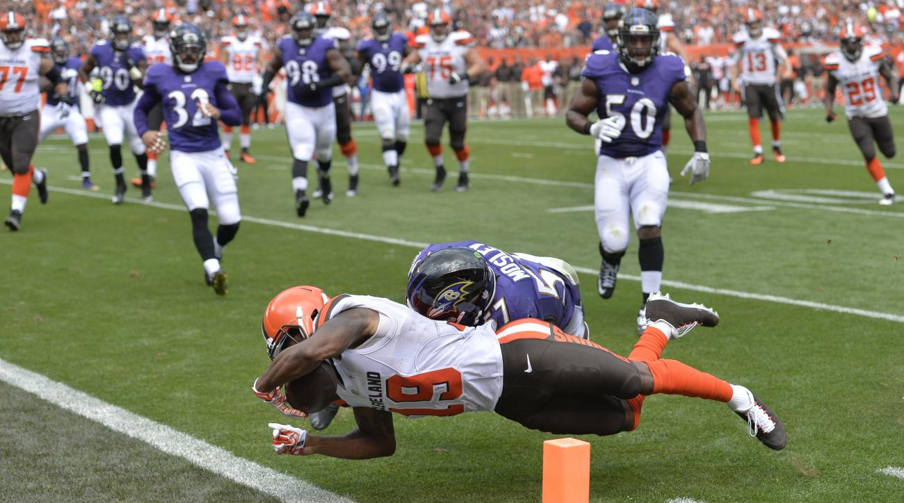 Cleveland Browns wide receiver Corey Coleman (19) scores a touchdown against Baltimore Ravens inside linebacker C.J. Mosley (57) in the first half of an NFL football game, Sunday, Sept. 18, 2016, in Cleveland. (AP Photo/Ron Schwane)