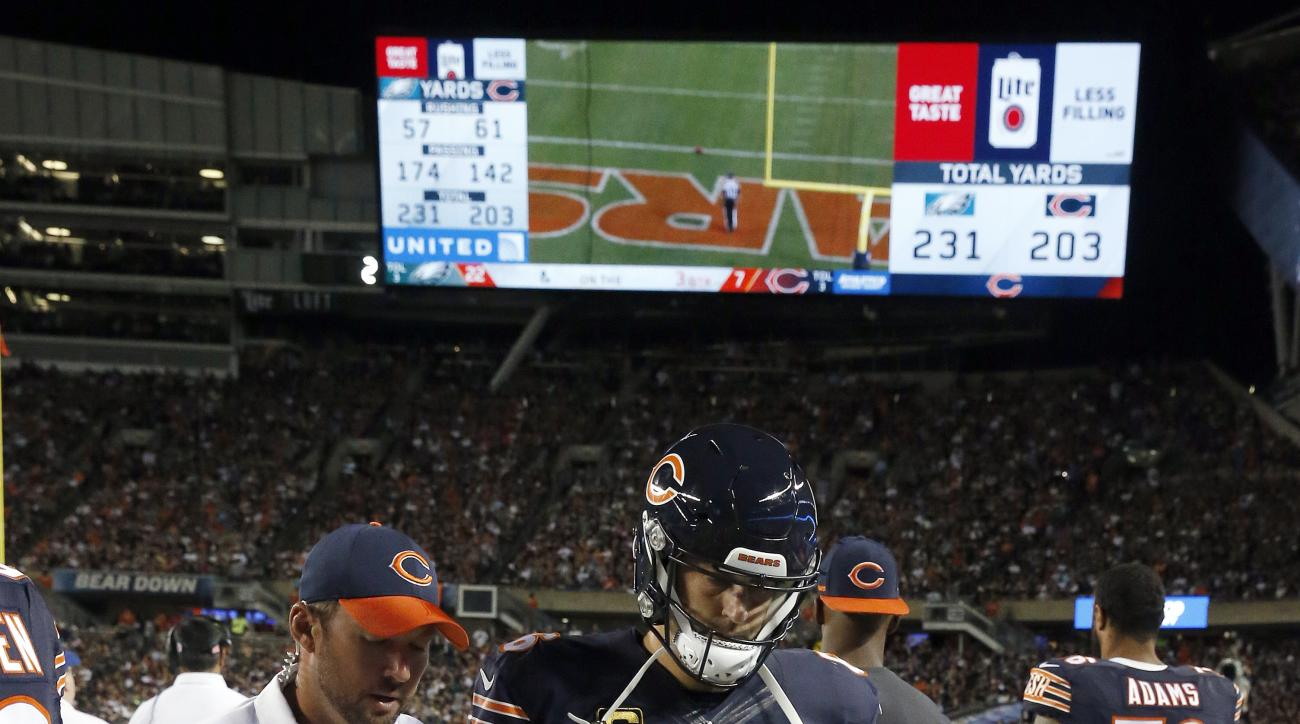 Chicago Bears quarterback Jay Cutler (6) walks off the field with a trainer during the second half of an NFL football game against the Philadelphia Eagles, Monday, Sept. 19, 2016, in Chicago. (AP Photo/Nam Y. Huh)