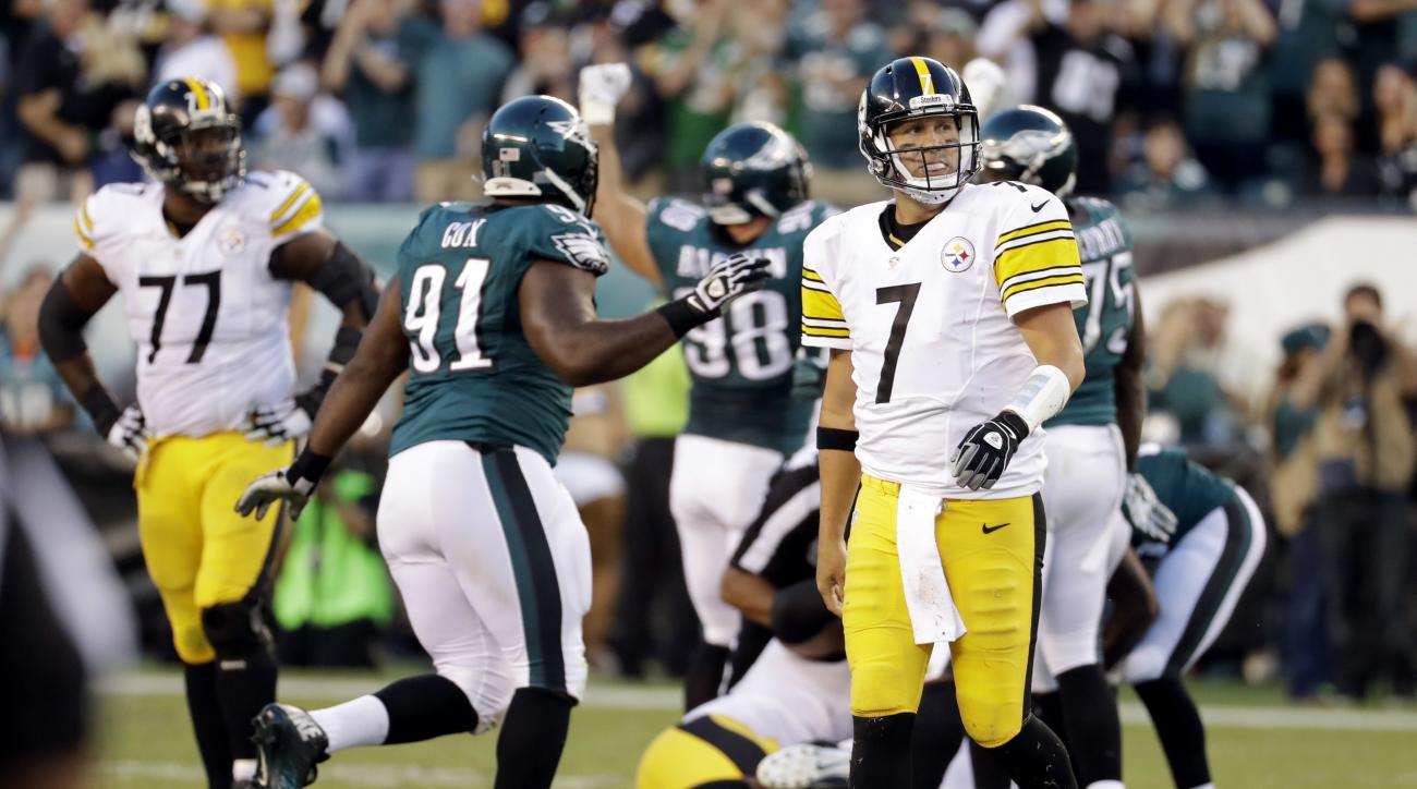 Pittsburgh Steelers' Ben Roethlisberger (7)reacts after a turnover during the second half of an NFL football game against the Philadelphia Eagles, Sunday, Sept. 25, 2016, in Philadelphia. (AP Photo/Chris Szagola)