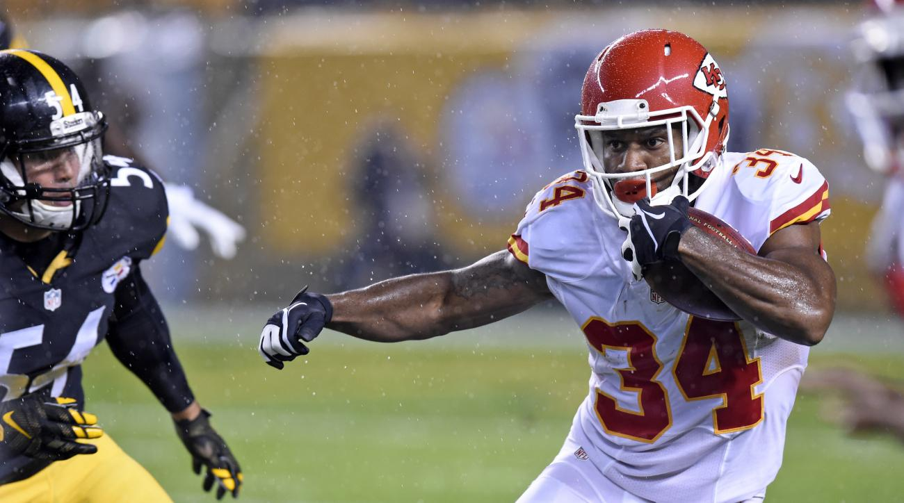 Kansas City Chiefs running back Knile Davis (34) carries the football during the first half of an NFL football game against the Pittsburgh Steelers in Pittsburgh, Sunday, Oct. 2, 2016. (AP Photo/Don Wright)