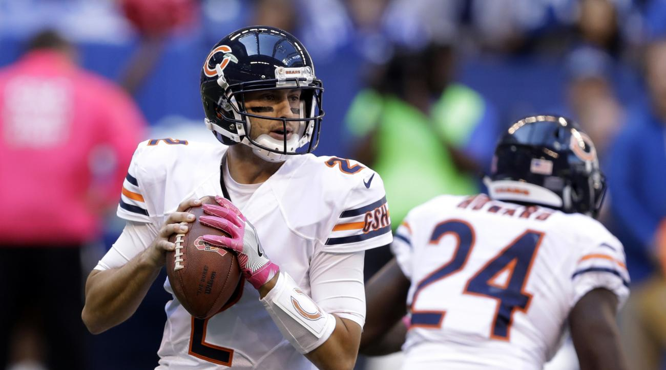 Chicago Bears quarterback Brian Hoyer (2) throws against the Indianapolis Colts during the first half of an NFL football game in Indianapolis, Sunday, Oct. 9, 2016. (AP Photo/Darron Cummings)