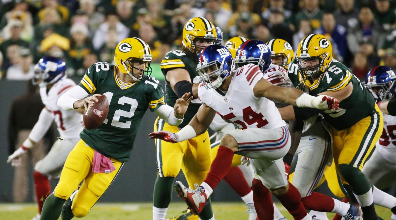 Green Bay Packers' Aaron Rodgers scrambles during the first half of an NFL football game against the New York Giants Sunday, Oct. 9, 2016, in Green Bay, Wis. (AP Photo/Mike Roemer)