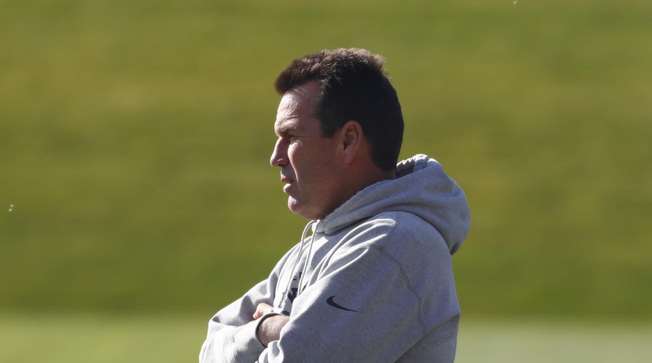 Denver Broncos head coach Gary Kubiak looks on during the team's practice, Monday, Oct. 17, 2016, in Englewood, Colo. (AP Photo/David Zalubowski)