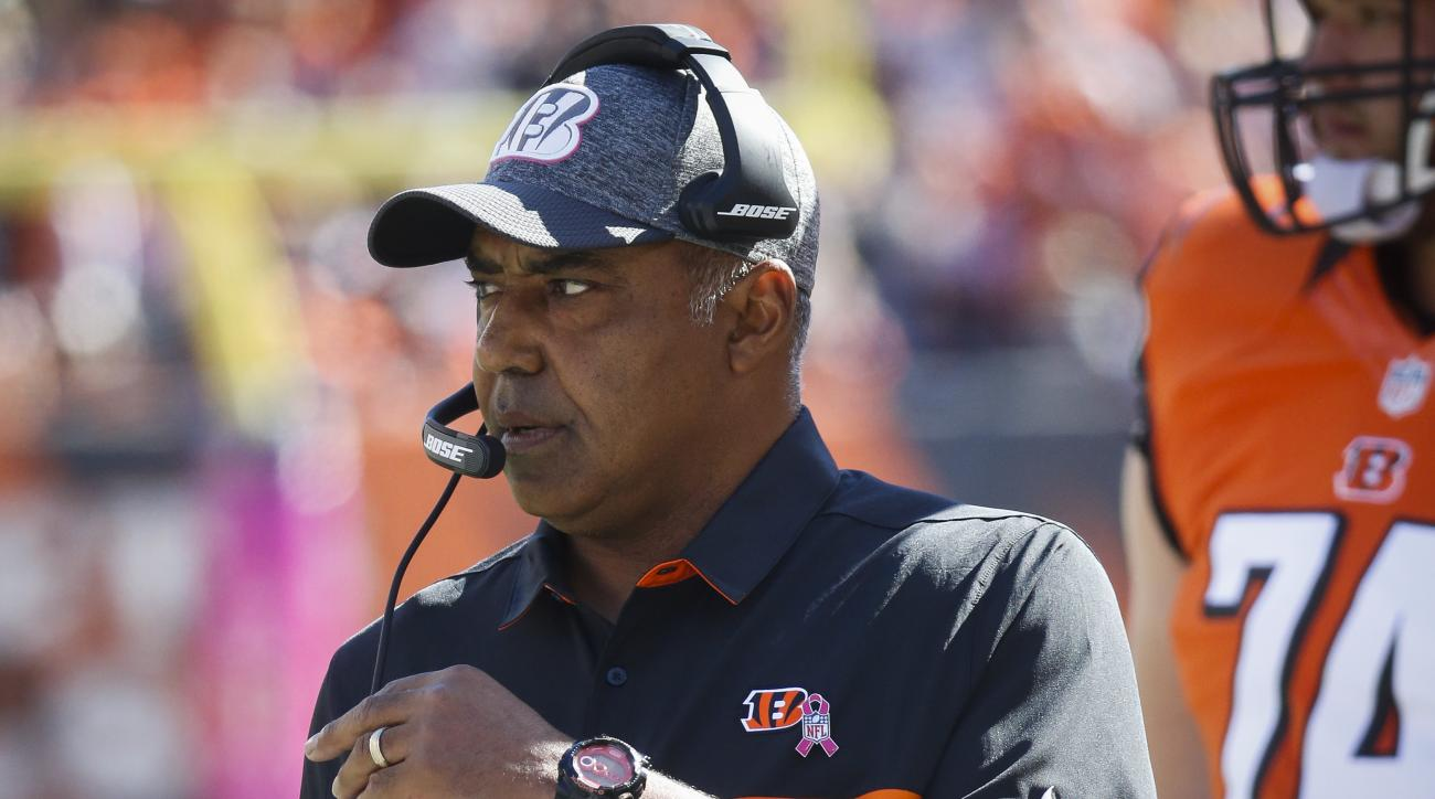 Cincinnati Bengals head coach Marvin Lewis works the sideline in the first half of an NFL football game against the Cleveland Browns, Sunday, Oct. 23, 2016, in Cincinnati. (AP Photo/Frank Victores)