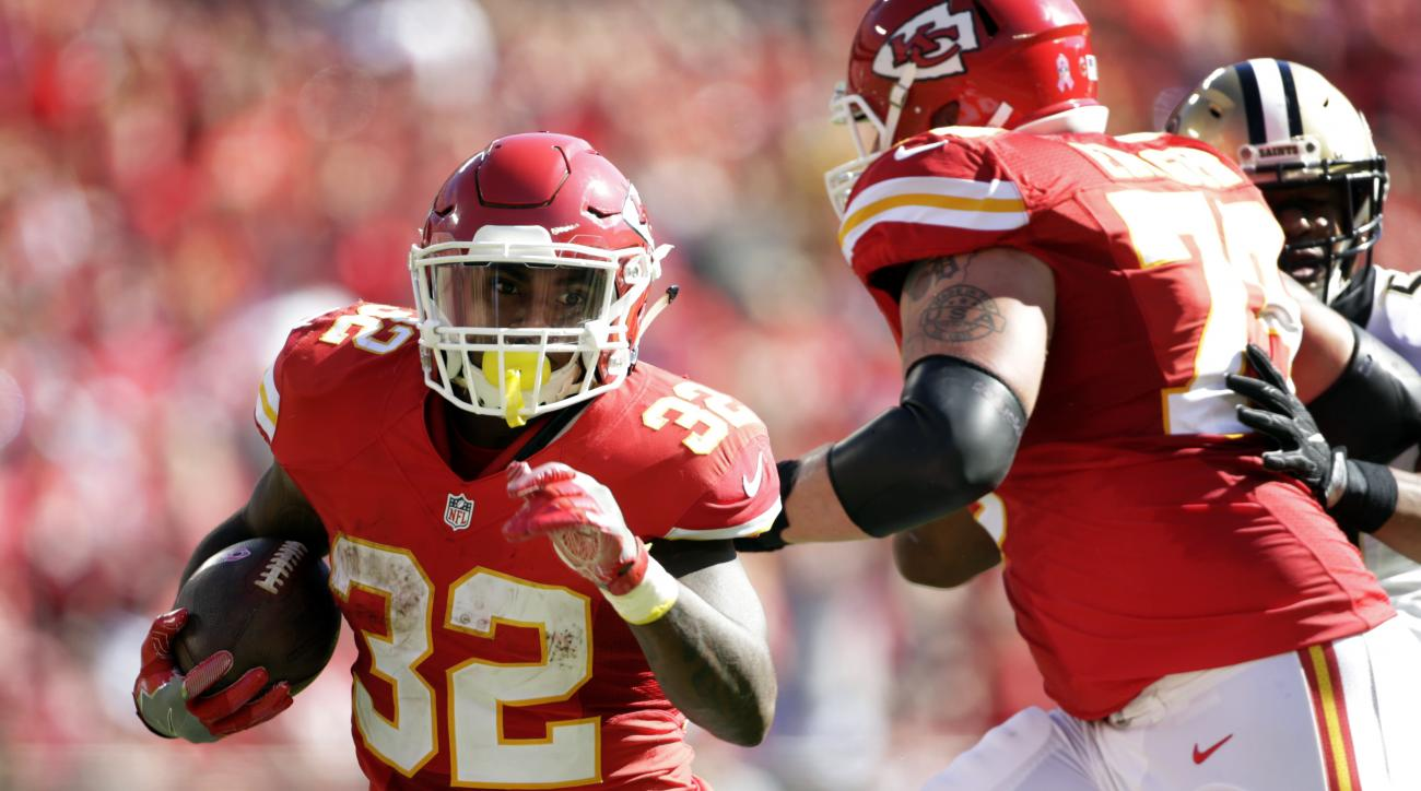 Kansas City Chiefs running back Spencer Ware (32) runs for a touchdown during the first half of an NFL football game against the New Orleans Saints in Kansas City, Mo., Sunday, Oct. 23, 2016. (AP Photo/Colin E. Braley)