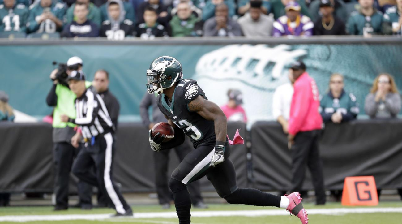 Philadelphia Eagles' Josh Huff returns a kickoff for a touchdown during the first half of an NFL football game against the Minnesota Vikings, Sunday, Oct. 23, 2016, in Philadelphia. (AP Photo/Chris Szagola)