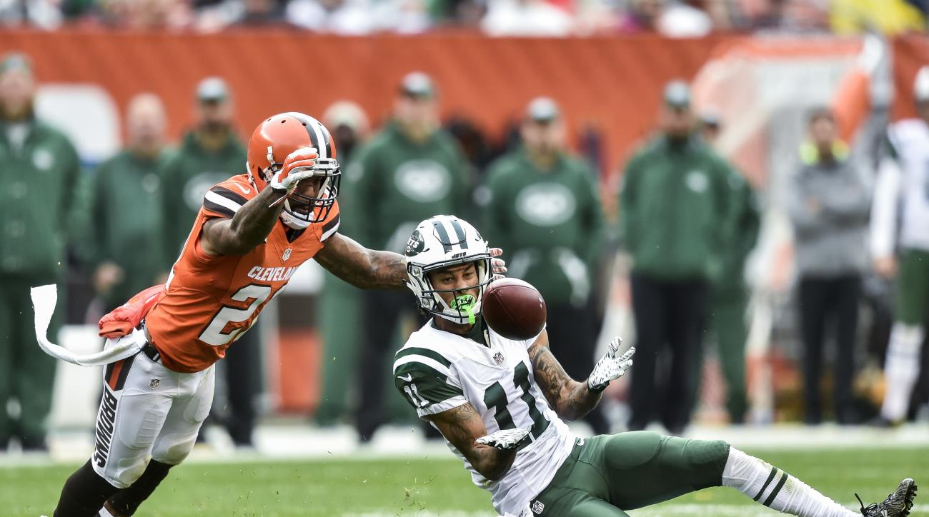 New York Jets wide receiver Robby Anderson (11) catches a pass for a first down against Cleveland Browns cornerback Jamar Taylor, left, in the second half of an NFL football game, Sunday, Oct. 30, 2016, in Cleveland. (AP Photo/David Richard)