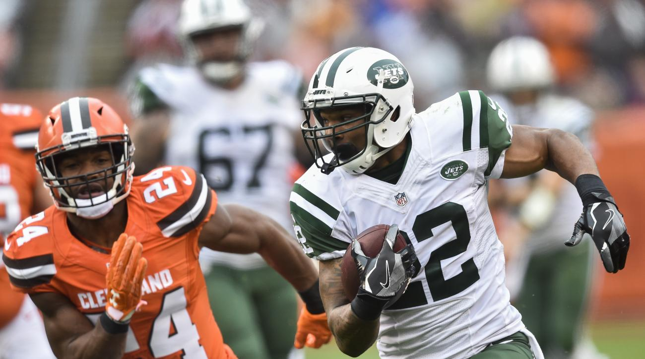 New York Jets running back Matt Forte (22) runs the ball past Cleveland Browns strong safety Ibraheim Campbell (24) in the first half of an NFL football game, Sunday, Oct. 30, 2016, in Cleveland. (AP Photo/David Richard)
