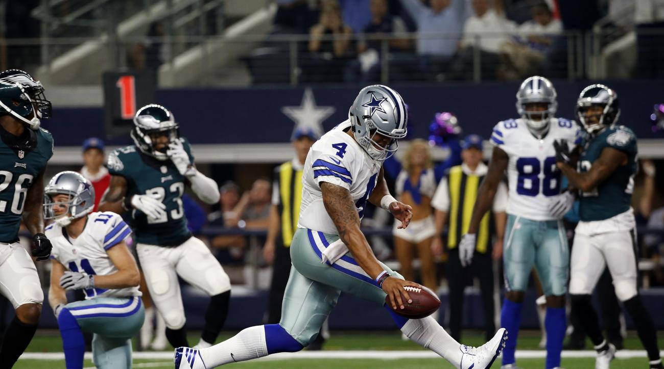 Dallas Cowboys quarterback Dak Prescott (4) runs the ball for a touchdown against the Philadelphia Eagles in the first half of an NFL football game, Sunday, Oct. 30, 2016, in Arlington, Texas. (AP Photo/Michael Ainsworth)