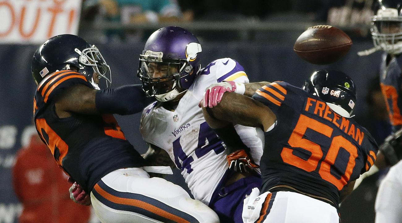 Chicago Bears inside linebackers Danny Trevathan, left, and Jerrell Freeman (50) defend Minnesota Vikings running back Matt Asiata (44) on a pass attempt during the second half of an NFL football game in Chicago, Monday, Oct. 31, 2016. (AP Photo/Nam Y. Hu