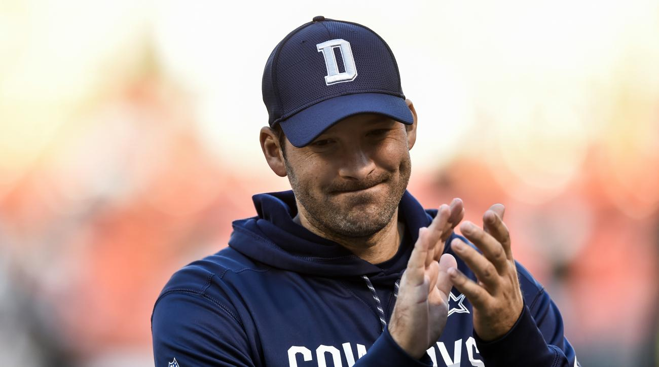 Dallas Cowboys quarterback Tony Romo claps as he walks off the field after an NFL football game against the Cleveland Browns, Sunday, Nov. 6, 2016, in Cleveland. (AP Photo/David Richard)