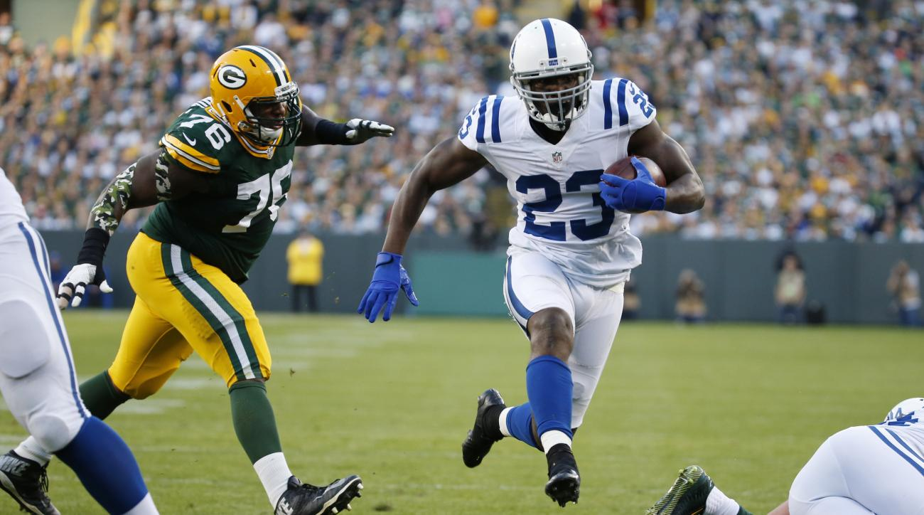 Indianapolis Colts' Frank Gore runs past Green Bay Packers' Mike Daniels for a touchdown during the first half of an NFL football game Sunday, Nov. 6, 2016, in Green Bay, Wis. (AP Photo/Mike Roemer)