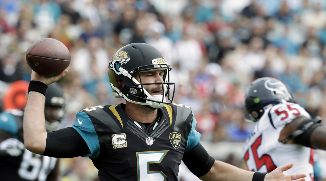 Jacksonville Jaguars quarterback Blake Bortles (5) throws a pass as he gets around Houston Texans inside linebacker Benardrick McKinney (55) during the first half of an NFL football game in Jacksonville, Fla., Sunday, Nov. 13, 2016. (AP Photo/John Raoux)