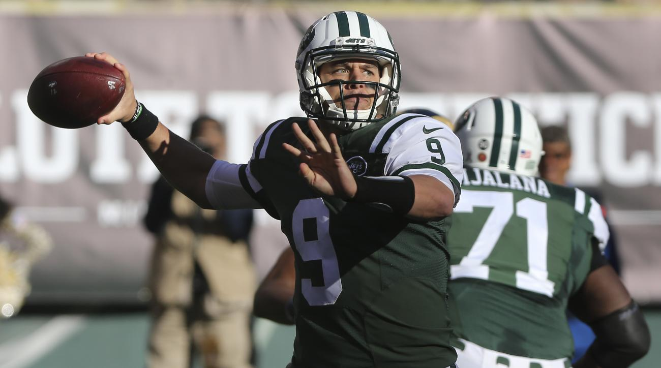 New York Jets quarterback Bryce Petty (9) throws against the Los Angeles Rams during the second quarter of an NFL football game, Sunday, Nov. 13, 2016, in East Rutherford, N.J. (AP Photo/Seth Wenig)